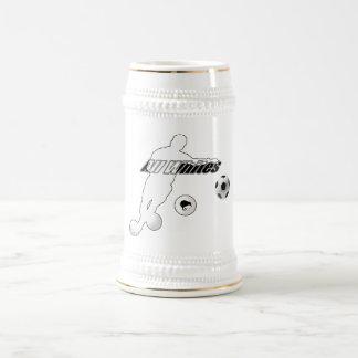 Curva tiene gusto de un kiwi todo el fútbol del jarra de cerveza