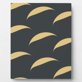 curve pattern plaque