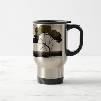 Curved leaves travel mug