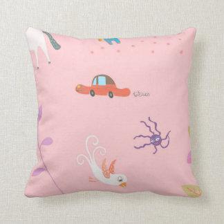 Cushion with leksaksmönster pillow