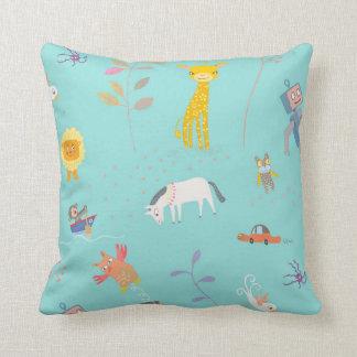 Cushion with leksaksmönster throw pillow