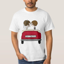 Cute Bride and Groom in Wedding Car  Just Married T-Shirt