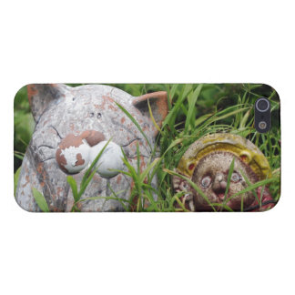 Cute Cat and Tanuki Statues in the grass Case For iPhone SE/5/5s