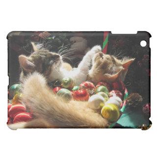 Cute Christmas Kittens in Love on Xmas Eve iPad Mini Cover