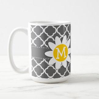 Cute Daisy on Dim Gray Quatrefoil Mug