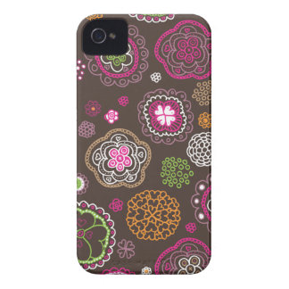 Cute doodle retro flowers heart pattern design Case-Mate iPhone 4 case
