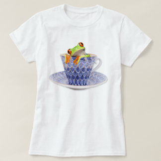 Cute green tree frog in a tea cup T-Shirt