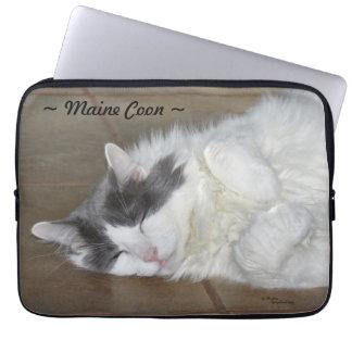 Cute maine coon cat Laptop Sleeve