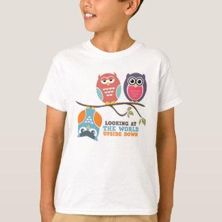 Cute Owl Cartoon Kid T-Shirt Looking at the World
