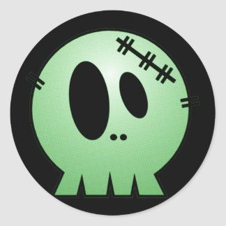 CUTE PATCHY SKULL - GREEN CLASSIC ROUND STICKER