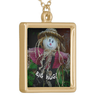 CUTE STRAW- MAN (SCARECROW) OFFERING BIG HUG GOLD PLATED NECKLACE