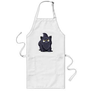 Cutie negro hace frente al gatito delantal largo