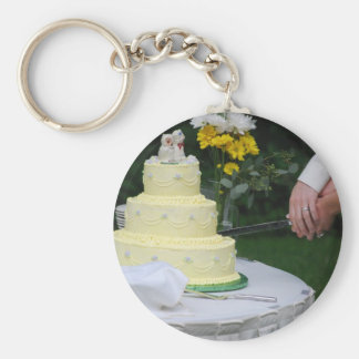 Cutting the cake keychain