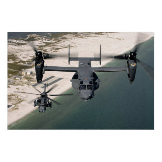 CV-22 Osprey y MH-53 pavimentan punto bajo Posters