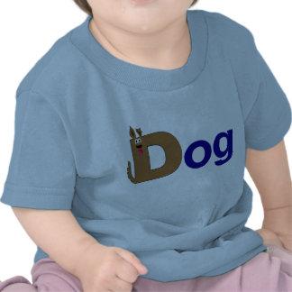 D está para la camisa del azul del perro
