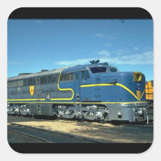 D&H Alco PA-1 #18. (tren; cielo; nubes; carril;) Pegatina Cuadrada