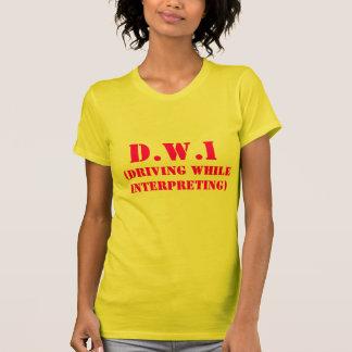 D.W.I, (conduciendo mientras que interpreta) Playera