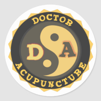 DA DOCTOR OF ACCUPUNCTURE LOGO CLASSIC ROUND STICKER
