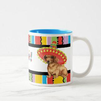Dachshund de la fiesta taza de café de dos colores