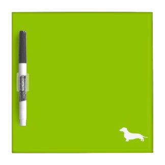 Dachshund de la verde lima tableros blancos