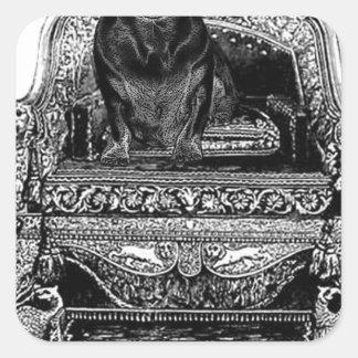 Dachshund en perro de la corona del trono pegatina cuadrada
