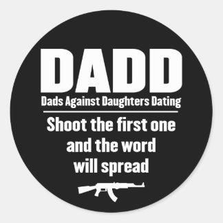 dadd - papás contra fechar de las hijas divertido etiqueta redonda