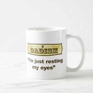 Dadism - apenas estoy descansando mis ojos taza de café