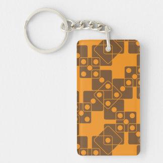 Dados anaranjados llavero rectangular acrílico a doble cara