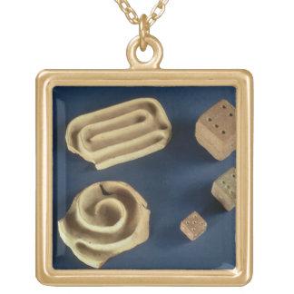 Dados de la piedra arenisca y juego del laberinto  collar dorado