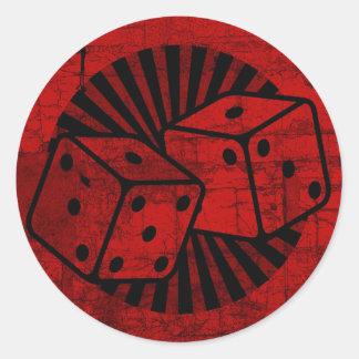 Dados rojos retros etiqueta redonda