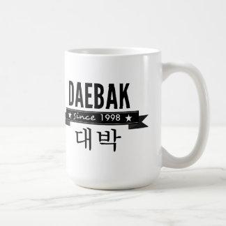 Daebak es coreano para impresionante taza básica blanca