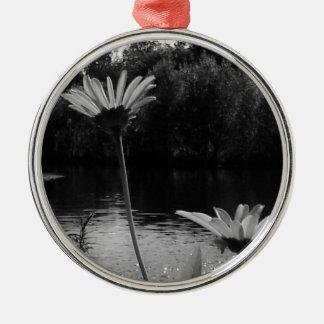 Daisy Delights Metal Ornament