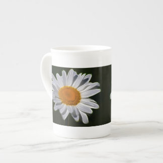 Daisy flower and its meaning tea cup