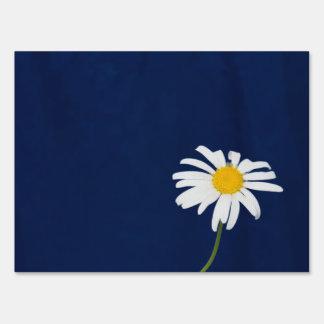 Daisy flower yard sign