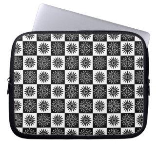 Daisy Pattern in Square Blocks Laptop Sleeve