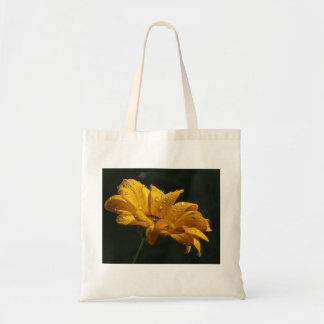 daisy with raindrops tote bag