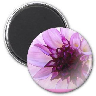 Dalia doble de la púrpura de los corazones imán redondo 5 cm
