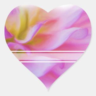 Dalia rosada de la flor pegatina en forma de corazón