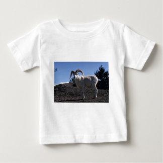 Dall sheep (Ram alert and ready to flee) Tshirt