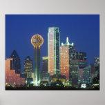 'Dallas, horizonte de TX en la noche con la reunió Impresiones