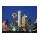 'Dallas, horizonte de TX en la noche con la reunió Postales