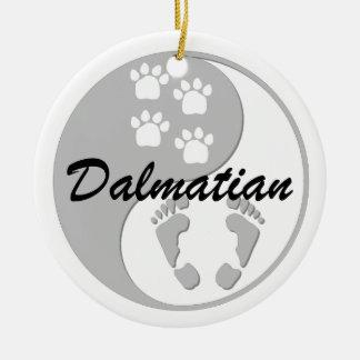 dalmatian de yang del yin adorno redondo de cerámica