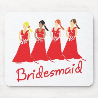 Damas de honor en asistente rojo del boda mouse pads