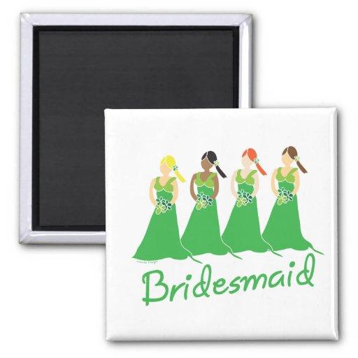 Damas de honor en asistente verde del boda imán cuadrado