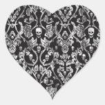 Damasco apenado blanco y negro del cráneo pegatina en forma de corazón