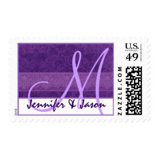 Damasco de la púrpura del monograma de novia y del timbres postales