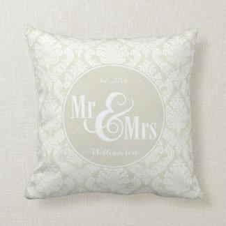 """Damasco de marfil """"Sr. y señora"""" almohada, persona"""