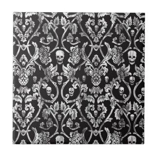 Damasco del cráneo en blanco y negro. azulejo cuadrado pequeño