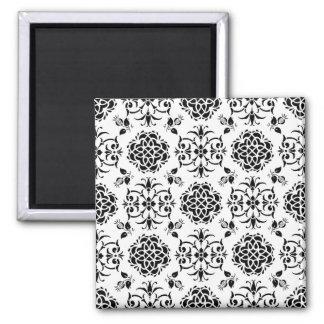 Damasco floral del estilo blanco y negro del imán de nevera