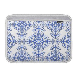 Damasco floral elegante del azul de cobalto y fundas macbook air